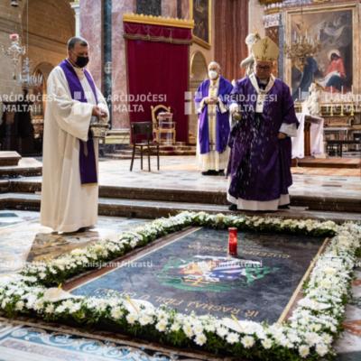 L‑Arċisqof iċċelebra quddiesa b'radd ta' ħajr lil Alla għas‑sitt anniversarju tal‑Ingress Solenni tiegħu, u b'suffragju għal ruħ l‑Arċisqof Ġuzeppi Mercieca – 21/03/21