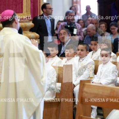 Viżta Pastorali Siġġiewi: L-Arċisqof jamministra s-Sagrament tal-Ewwel Tqarbina fil-Knisja Parrokkjali u jiltaqa' mas-Soċjeta' Ċivili f'Dar Ommna Marija – 27/05/18