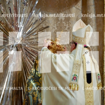 L-Arċisqof jiċċelebra Quddiesa Pontifikali fil-knisja parrokkjali tal-Madonna tas-Sacro Cuor, tas-Sliema, għall-inkurunazzjoni tal-istatwa tas-Sultana tal-Qalb Imqaddsa ta' Ġesù fil-100 anniversarju mit-twaqqif tal-parroċċa – 29/09/18