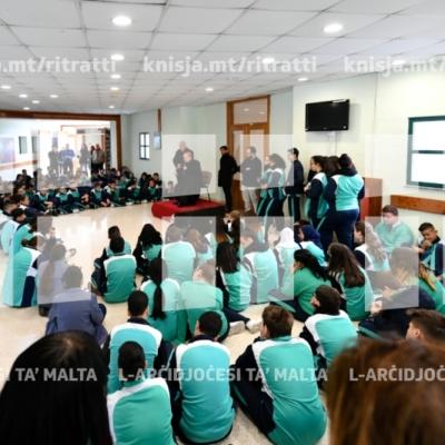 L-Arċisqof jiltaqa' mal-istudenti u l-istaff tal-Kulleġġ San Tumas More waqt Viżta Pastorali f'Santa Luċija – 29/01/19