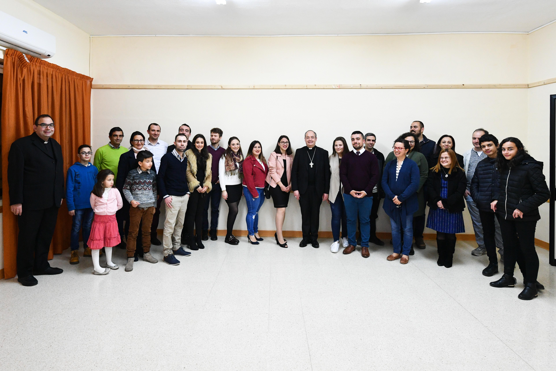 L-Isqof jiltaqa' b'mod informali maż-żgħażagħ waqt il-Viżta Pastorali fl-Iklin – 09/03/19