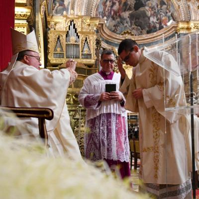 L-Arċisqof mexxa l-ewwel għasar tal-Milied solenni fil-Konkatidral ta' San Ġwann u ċċelebra l-Quddiesa tal-Vġili – 24/12/19