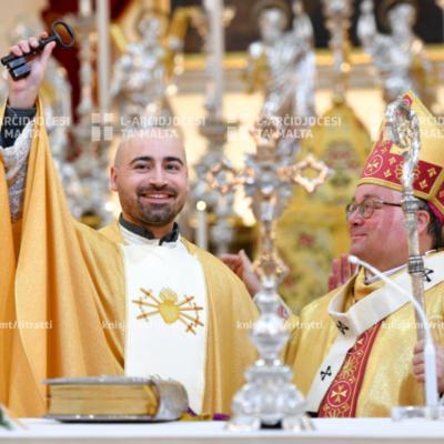 L-Arċisqof iċċelebra Quddiesa li fiha Fr Josef Pace ingħata l-pussess, fil-Knisja Parrokkjali ta' Marija Addolorata, San Pawl il-Baħar – 19/01/20
