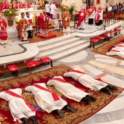 Quddiesa tal-ordinazzjoni presbiterali ta' 10 djakni fil-Knisja Parrokkjali ta' Kristu Re, Raħal il-Ġdid – 29/06/20